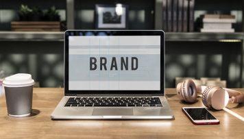 Markenbekanntheit Laptop mit Aufschrift Brand