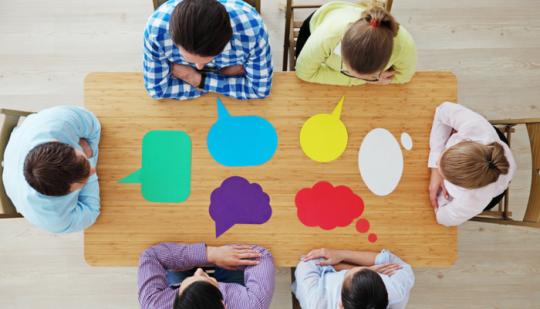 Interne Kundenbefragung Sitzung mehrere Personen