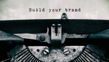 """Employer Value Proposition """"Build your brand"""" Schreibmaschine"""