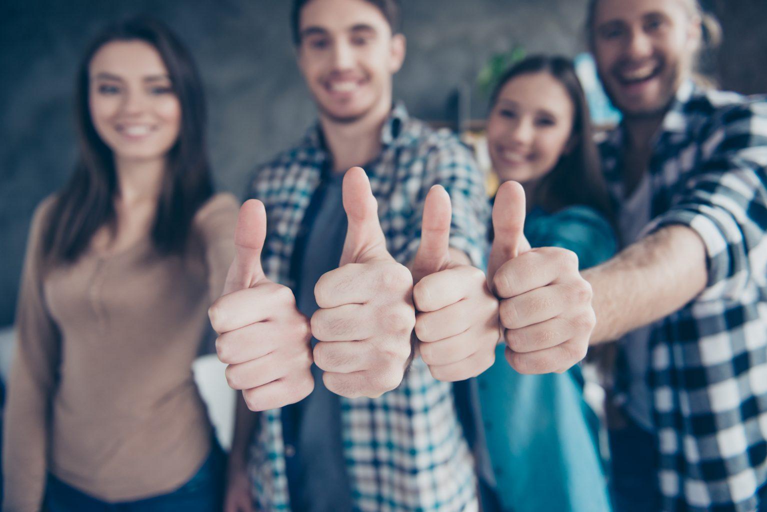 Individuelle Marktforschung Personengruppe Daumen hoch