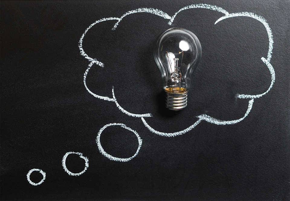 Neuaufbau Kundenpanel Denkblase mit Glühbirne