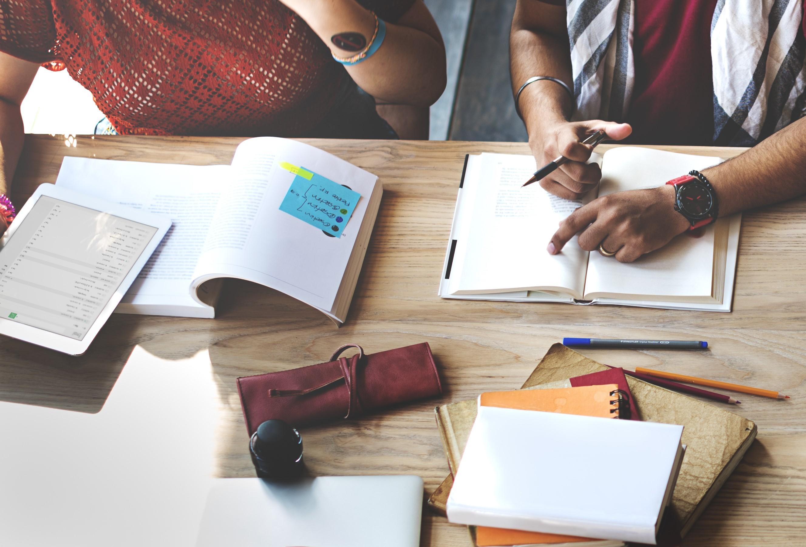 Case Studies bearbeitet Personen am lernen