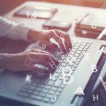 Mann an PC - Blog