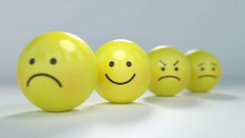 kontinuierliche Feedbackprozesse Bälle mit Smileygesicht