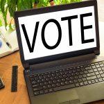 """Betriebswahl, Mitbestimmung Laptop mit """"Vote"""" Bildschirm"""