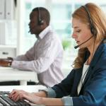Service Support zwei Mitarbeiter beim telefonieren