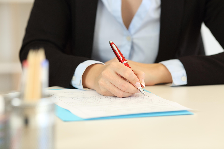 Puls Befragung Frau mit Stift in der Hand