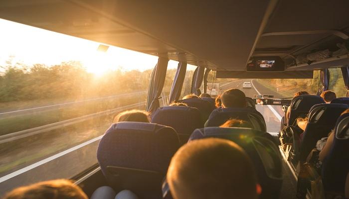 Fernlinienbusse Bus bei Sonnenuntergang