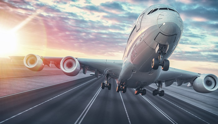 Ryanair Flugzeug beim abheben