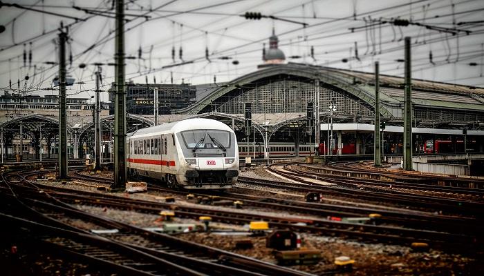 Bahn Hauptbahnhof 2