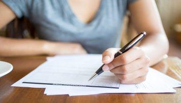 Frau schreibt, offene Fragen Mitarbeiterbefragung