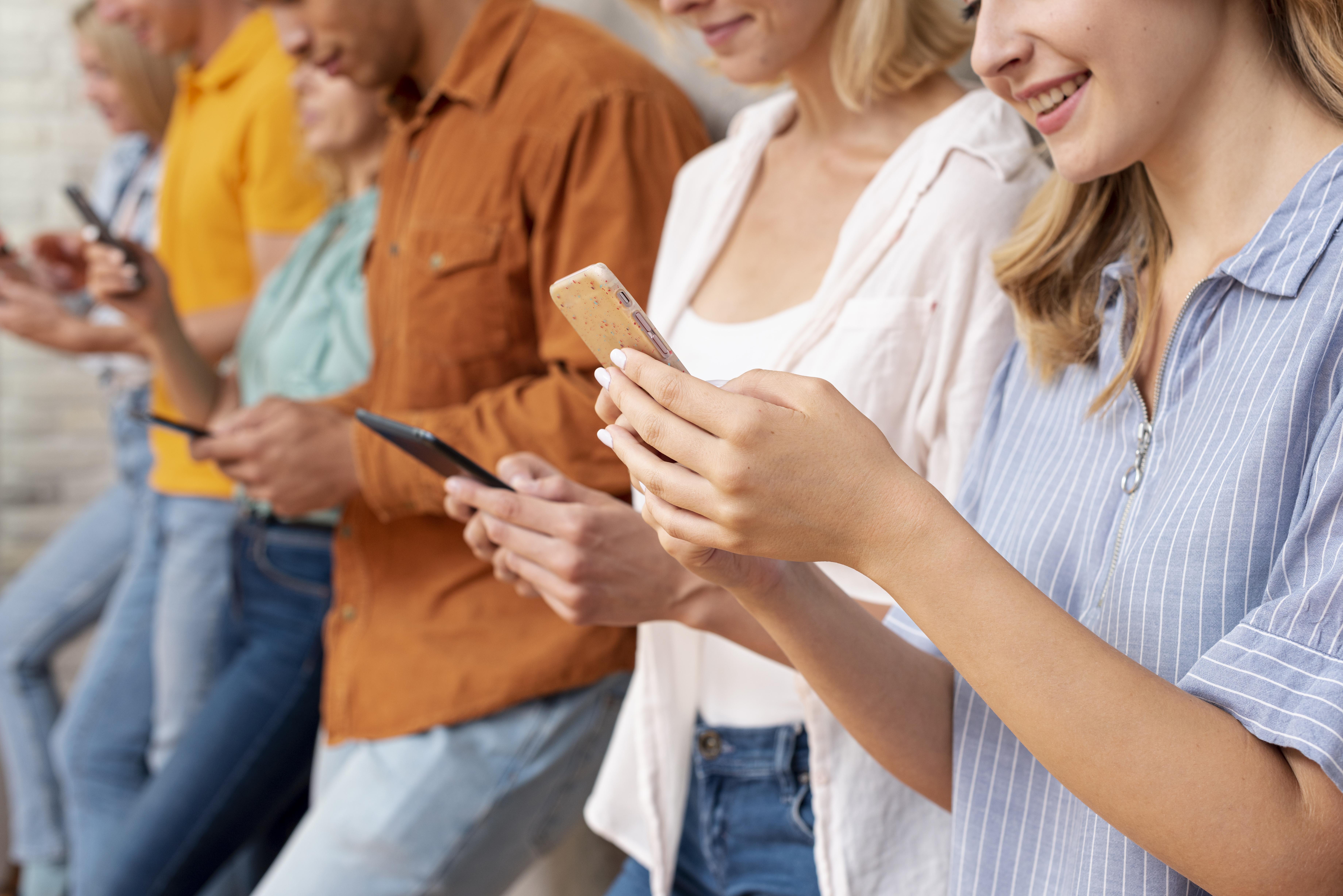 Kunden glücklich am Handy