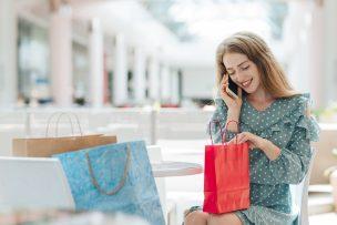 Frau im Shopping Center B2B