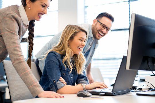 Software Entwicklet Team bei der Arbeit