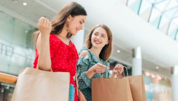 Freundinnen shoppen