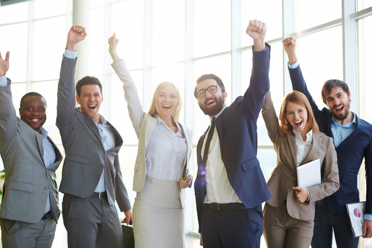 Glückliche Arbeitstruppe freut sich