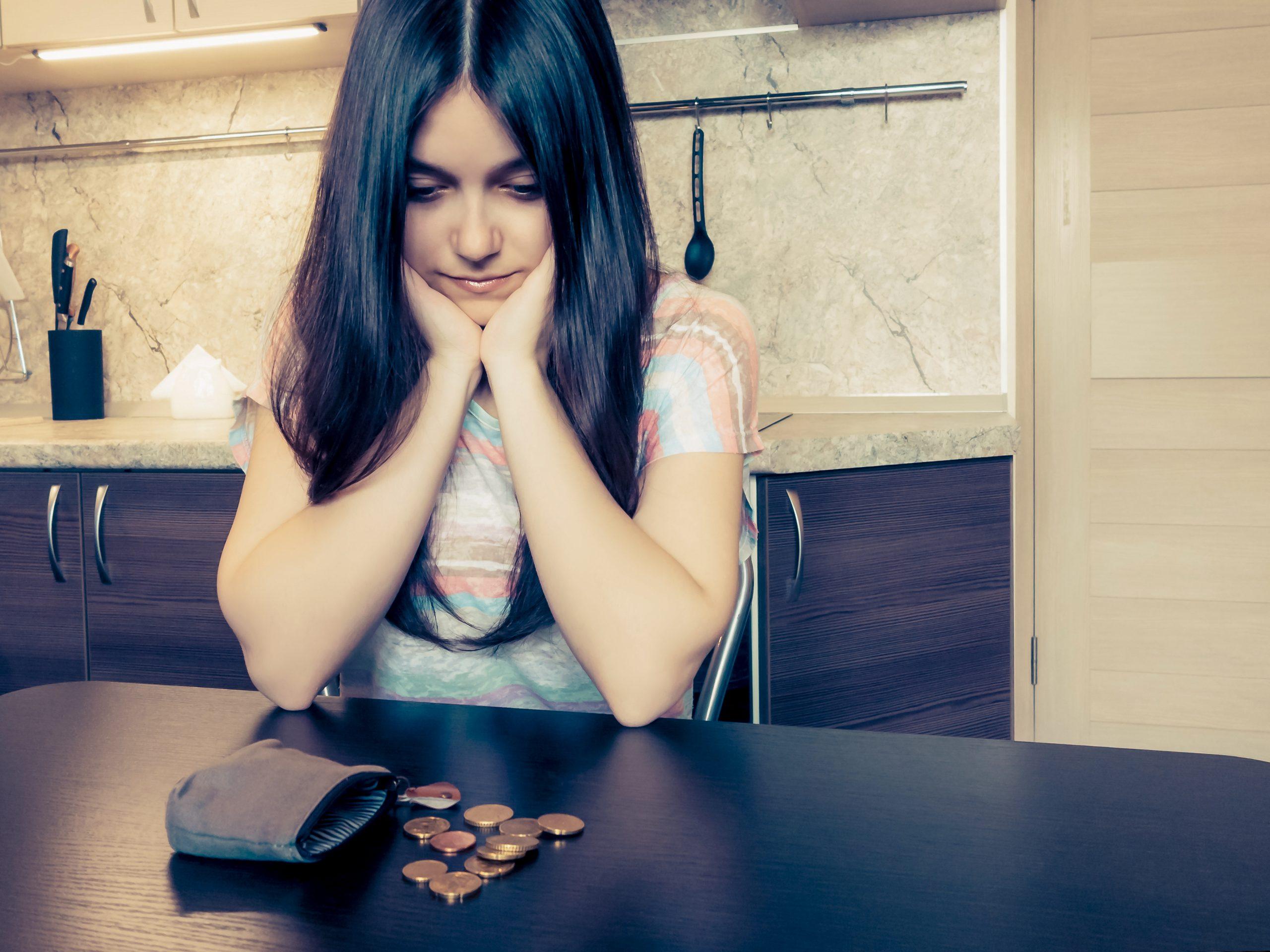 Finanzielle Probleme leerer Geldbeutel Grundeinkommen